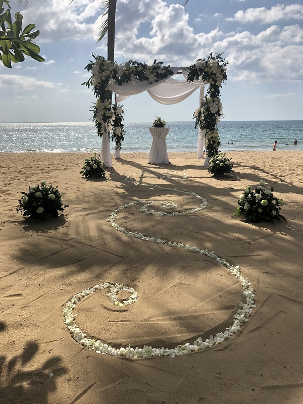 Wedding on a beach, arranged by Ivana during her Events Management placement in Thailand